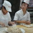北京 狗不理 包子を包む人
