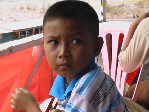 ルアンプラバン メコン河の少年