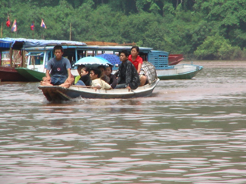ルアンプラバン メコン河渡し船